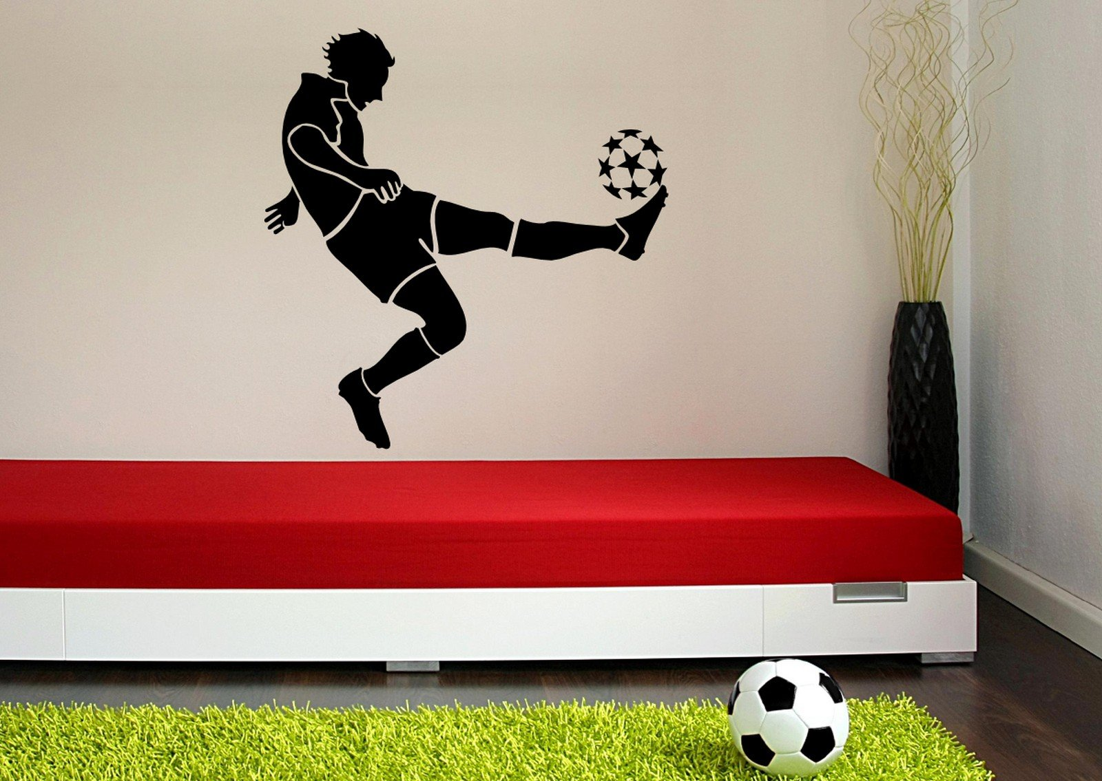 boys-room-with-football-decoration